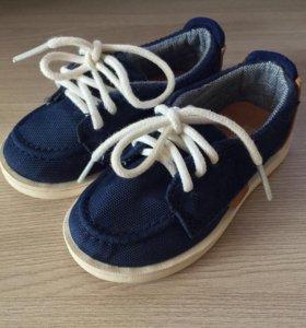 Ботинки на мальчика фирмы Zara