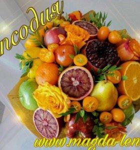 Букет из фруктов цветов сладостей и сухофруктов