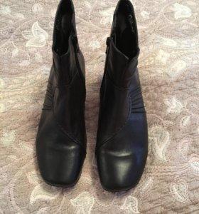 новые кожаные демисезонные ботинки.