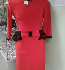 Платье красное с бантом