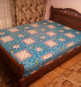 Кровать с синим матрасом 9000
