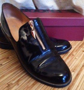 Лаковые туфли-лоферы