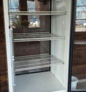 Холодильник-витрина, шире стандарта.
