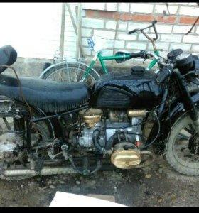 Мотоцикл Урал, без доков,работает хорошо!