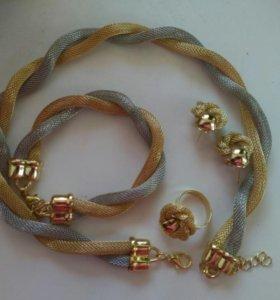 Бижутерия. Кольцо, серьги, браслет и колье.