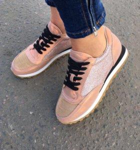 Пудровые кроссовки Brunello Cucineli