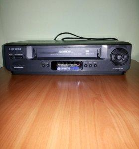Видеомагнитофон+3 касеты(подарок)