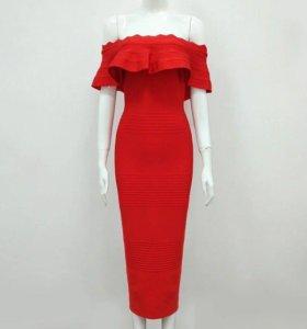 Красное бандажное платье