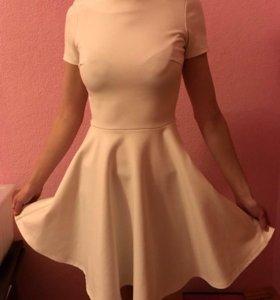 Платье белое,очень миленькое!