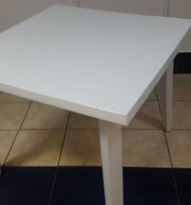 Стол пластиковый 1x1 м