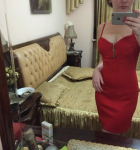 Очень красивое красное вечернее платье
