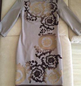 Платье расшитое бархатными узорами