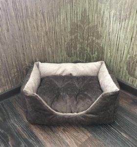 Лежанка для кошки или небольшой собачки.