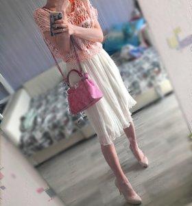 Платье с вязанной накидкой