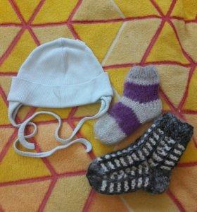 Шапочка и носочки для малыша