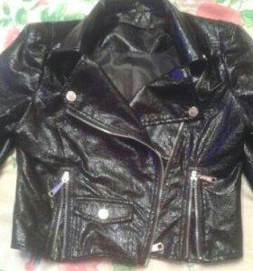 Лаковая курточка косуха