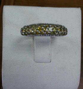 Кольцо из белого золота с желтыми бриллиантами