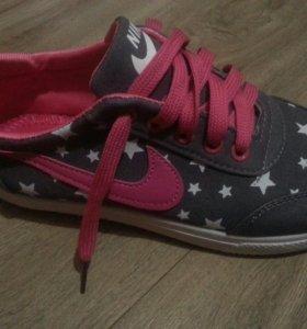 Новые кроссовки р 37 38 39
