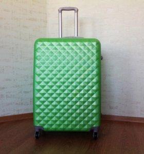 Большой зелёный пластиковый чемодан L
