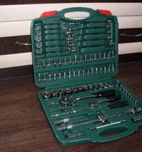 Набор инструментов с ключами