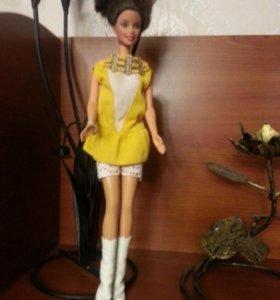 Кукла типа Барби, Синти в жёлтом платье