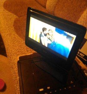 Портативный dvd плеер для авто,дома.экран вращаетс