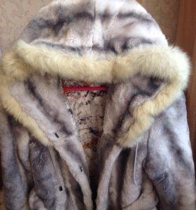 Куртка и полушубок с капюшоном