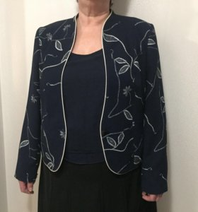 Пиджак с блузой