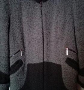 Полу-пальто на синтепоне женское.