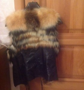 Кожаная жилетка, мех лиса.