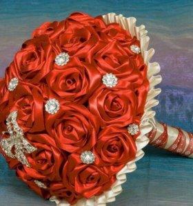 Яркий красивый букет невесты