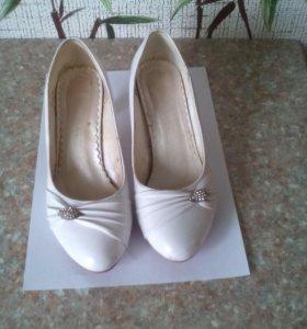 Белые туфли 36 р.