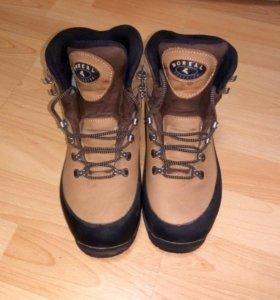Трекинговая женская обувь