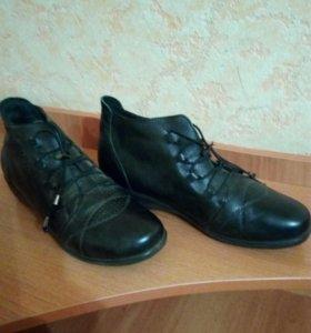Ботинки женские. Кожа