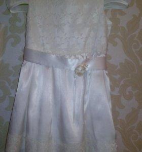 Продается платье для девочки на 4-6 лет