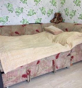 Угловой диван,кровать!!!есть отдел для хранения...