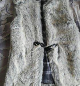 Продаётся меховая жилетка