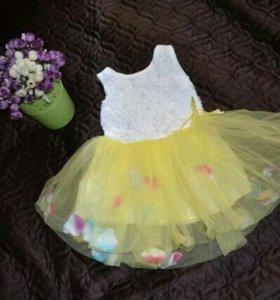 Яркое платье на малышку