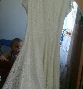 Новое платье кремовый  цвет