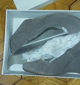 Замшевые туфли-новые