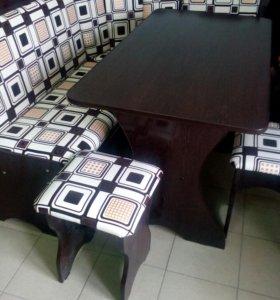Кухонный уголок, стол и 2 табурета