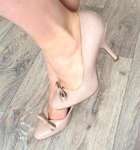 Бежевые лаковые туфли(37)