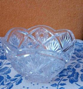 Хрустальная ваза-салатница.