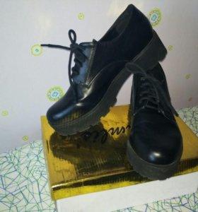Ботинки черные
