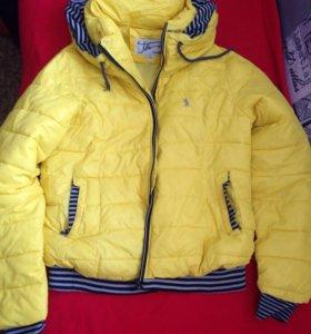 Куртка на подростка-девочку 12-13 лет.