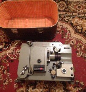 Бабинный кинопроектор