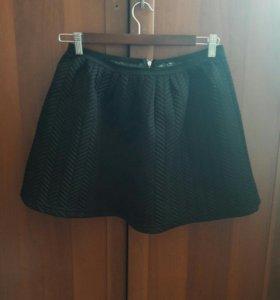 Черная юбка из неопрена.