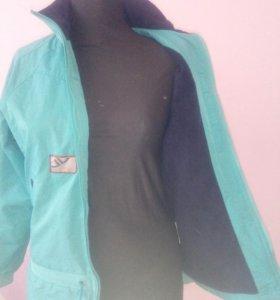 курточка фирменная спортивная