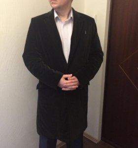 Фирменное пальто на весну, к костюму