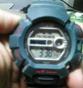 Электронные часы с поцветкой